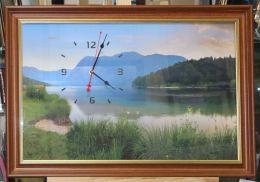 часы с пейзажем в багете