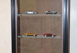 витрина для коллекции из багета